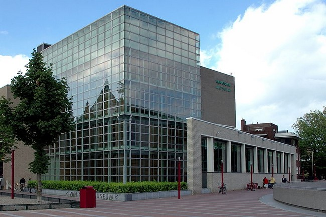 Здание музея Ван Гога