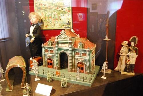 Экспонаты музея игрушки в Сергиевом Посаде