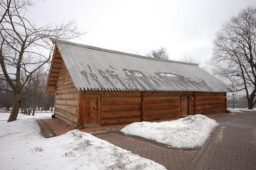 Первый экспонат музея-усадьбы Коломенское - старинная медоварня