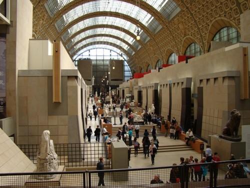 Внутри музея Орсэ в наши дни