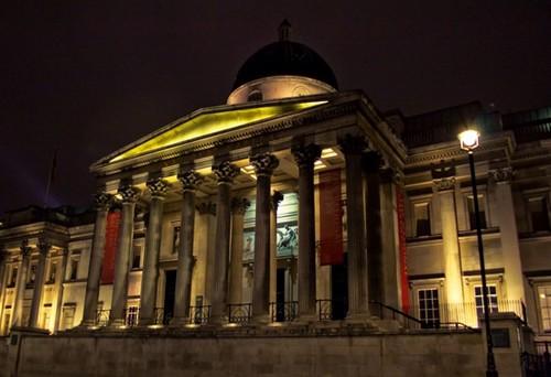 Национальная галерея в Лондоне ночью