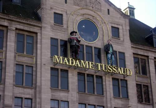Музей мадам Тюссо в Лондоне - восковые фигуры на здании