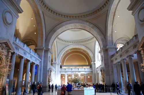 Просторные залы Метрополитен музея