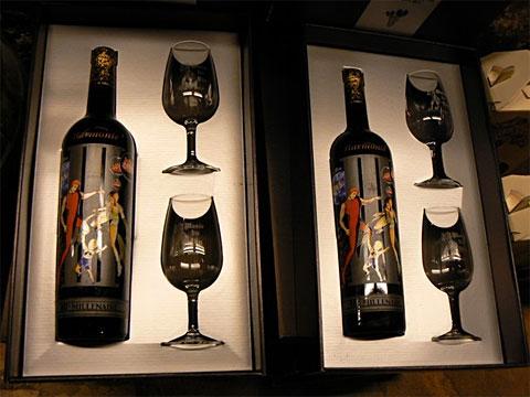 Фирменная бутылка вина