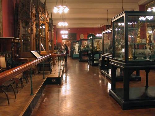 Музей Виктории и Альберта имеет уникальную коллекцию стекла