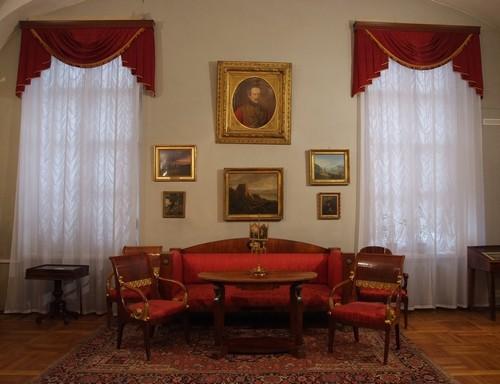 Внутри литературного музея