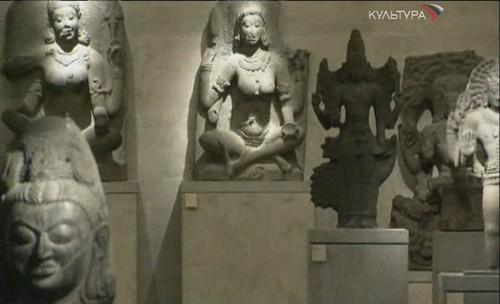 Статуи музея изящных искусств в Париже