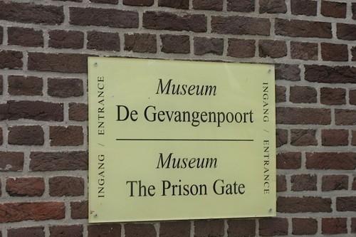 Табличка перед входом в музей пыток