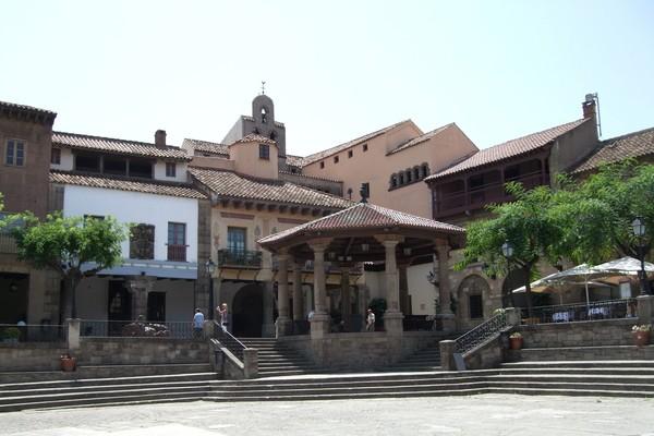 Здания испанской деревни