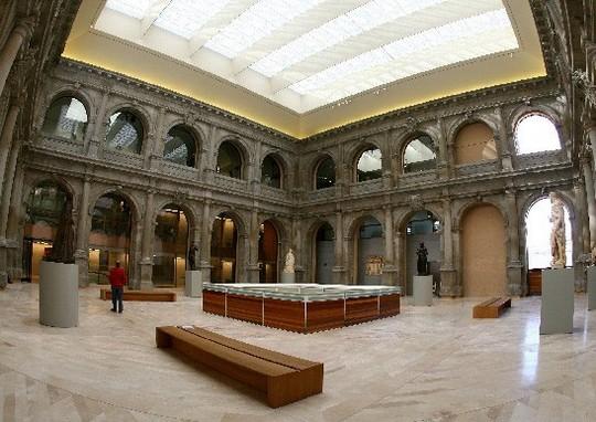 Один из залов в музее Прадо в Мадриде