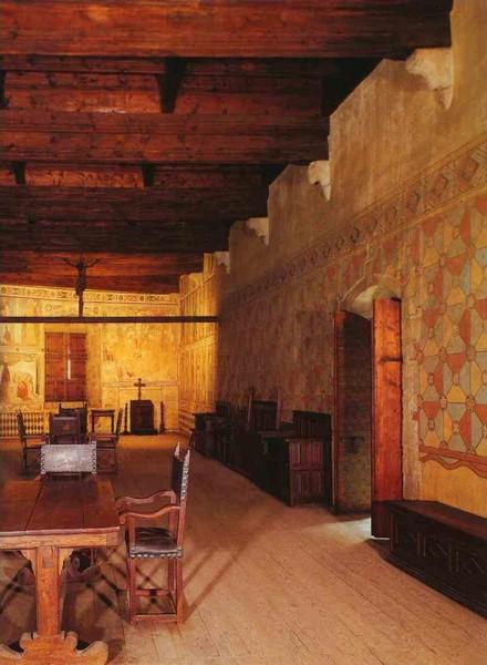 Одна из комнат музея мебели