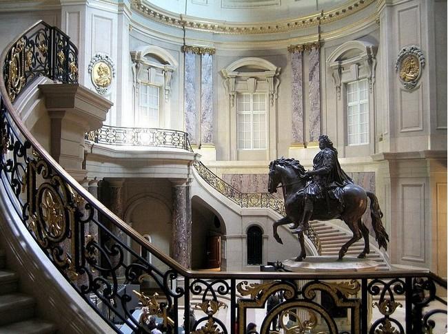 Музей Боде - красивая лестница