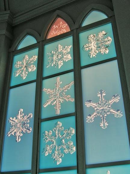 Снеженистое окно в музее снежинок