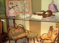 Столик и стулья из марципана