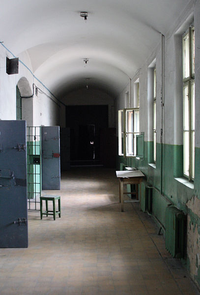 На втором этаже в тюрьме