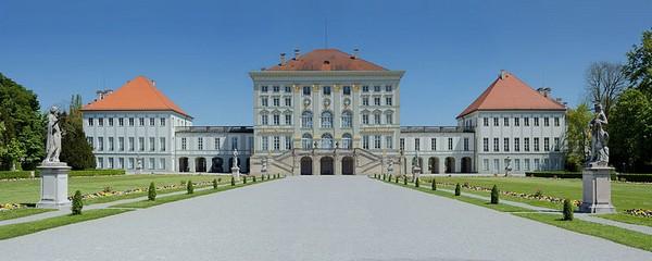 Замок Нимфенбург - в нем расположен музей фарфора