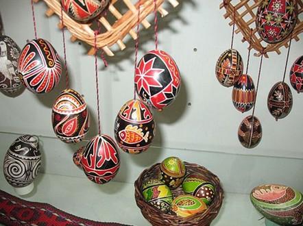 Расписные яйца в музее писанки