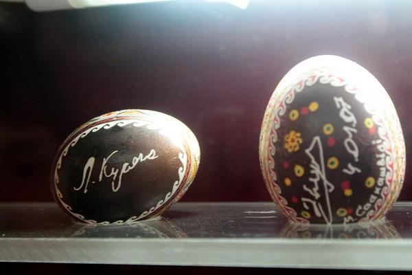 Яйцо с росписью Кучмы