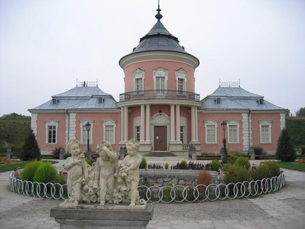 Музей-заповедник Золочевский замок - вид при входе