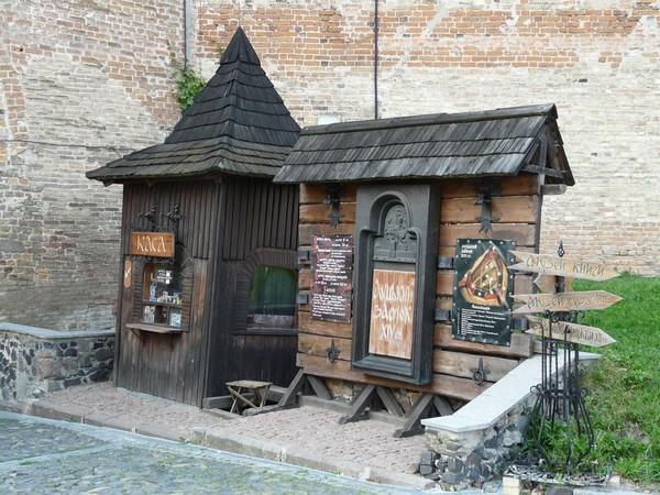 Касса перед входов в Луцкий замок