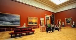 Один из залов картинной галереи Айвазовского