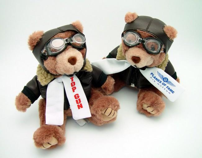 Забавные мишки в авиационном музее Славы в США