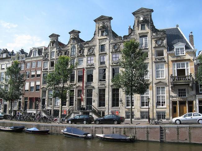 Здание музея библии, Амстердам