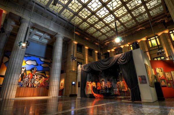 В одном из залов музея танца