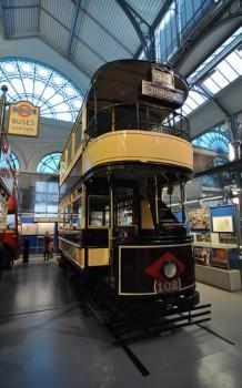 Двухэтажный трамвай в музее транспорта в Лондоне