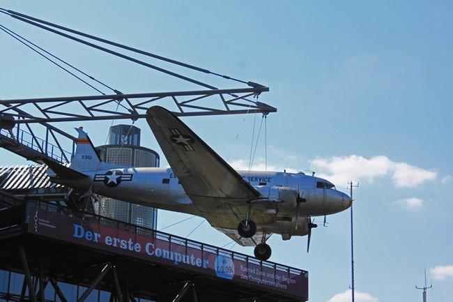 Douglas C-47 Skytrain на крыше берлинского технического музея