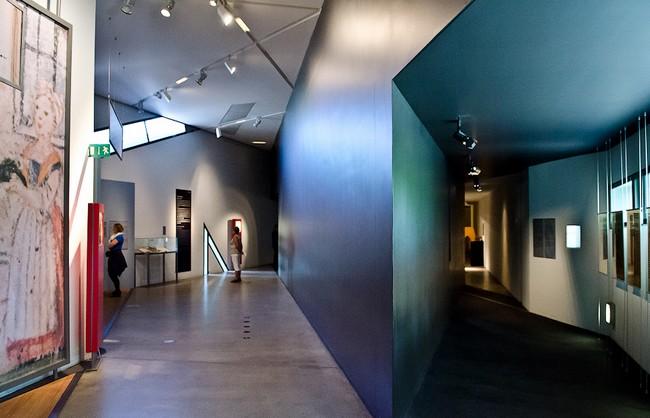 Один из залов еврейского музея в Берлине