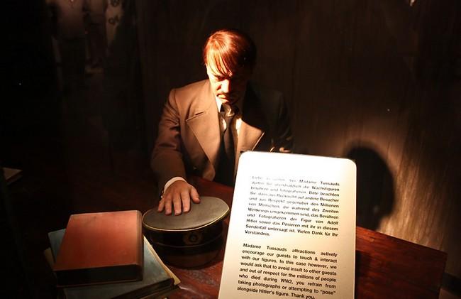 Восковая фигура Гитлера в берлинском музее мадам Тюссо