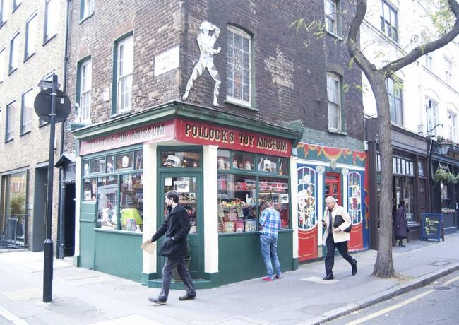 Музей игрушек Поллока в Лондоне