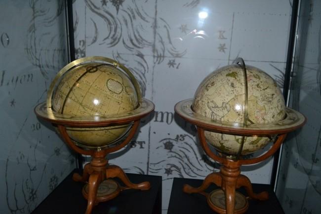 Два глобуса