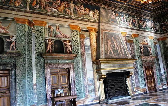 Комната Александра Великого и Роксаны