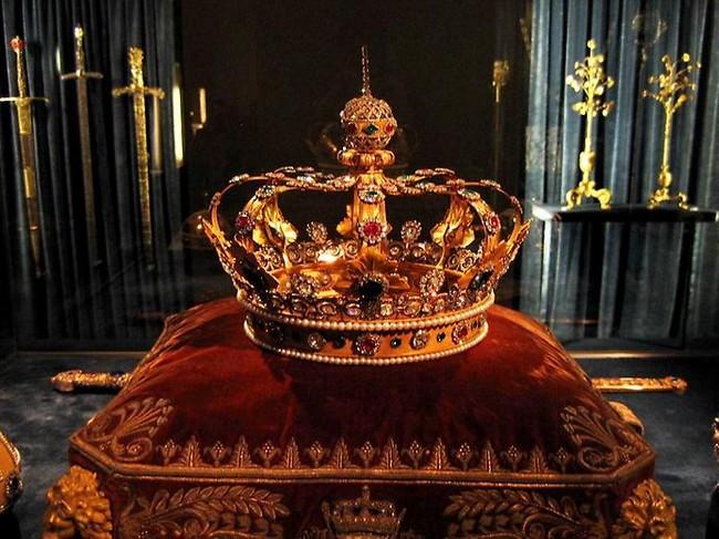 Старинная корона