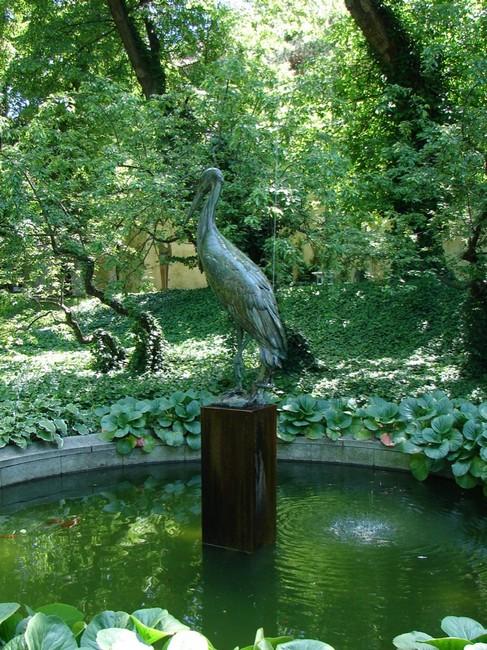 Скульптура цапли