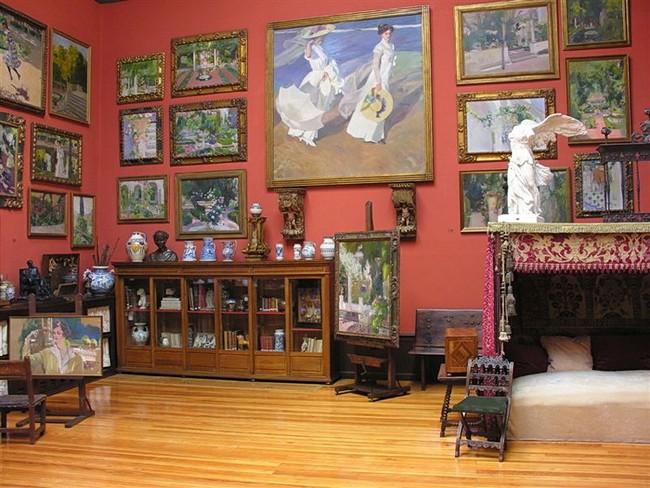 Одна из комнат, в которой жил художник