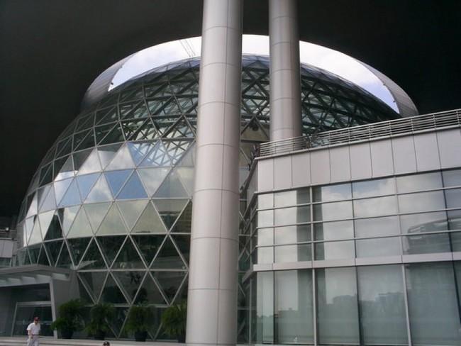 Здание шанхайского музея науки и техники