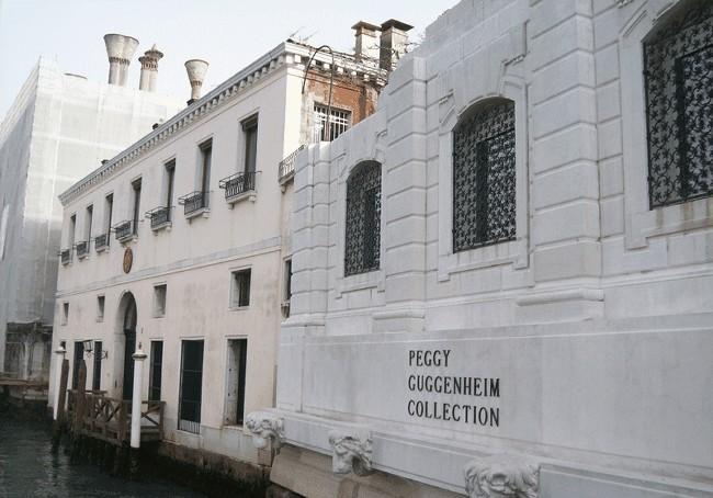 Надпись на здании музея