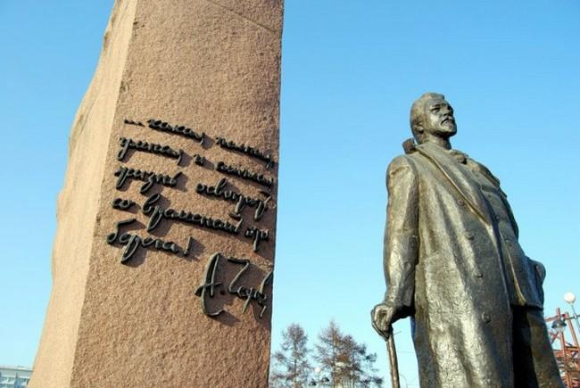 Памятник Чехову, Красноярск