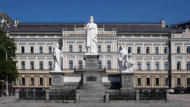 Памятник княгине Ольге, апостолу Андрею, просветителям Кириллу и Мефодию