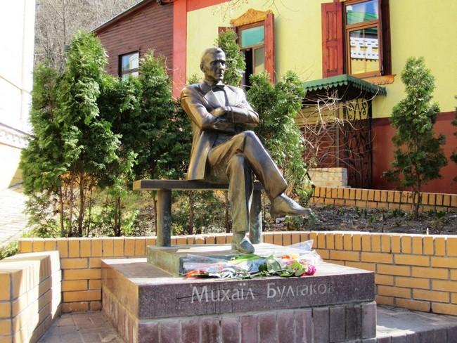 Скульптура Михаила Булгакова, Киев
