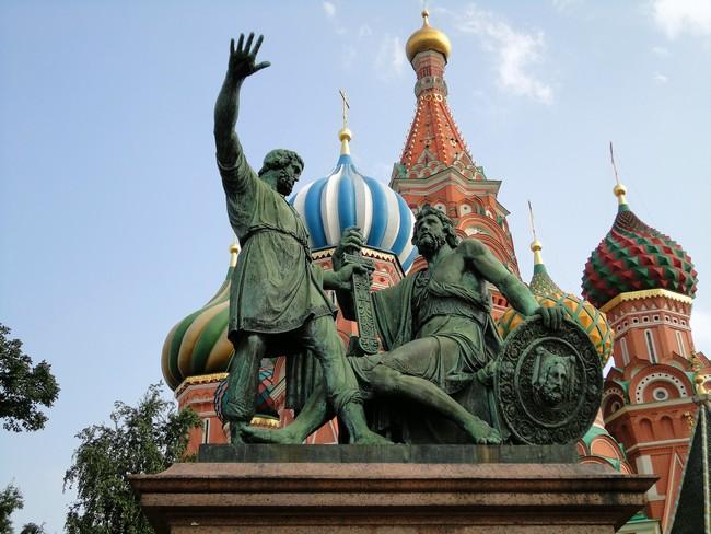 Фото памятников в москве памятник с крестом фото