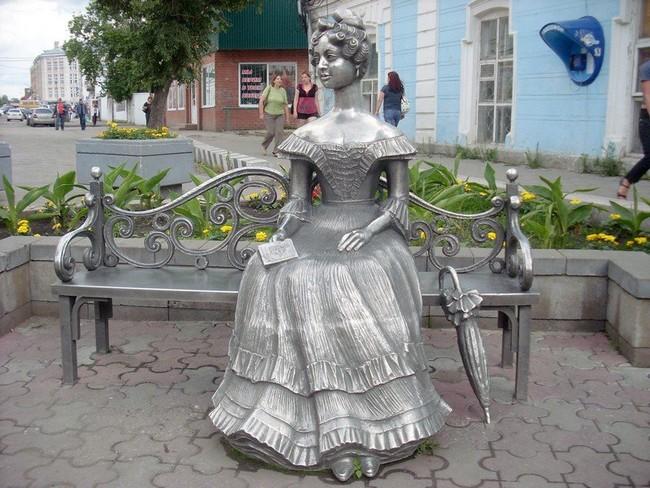 "Скульптура ""Любаша"", Омск"