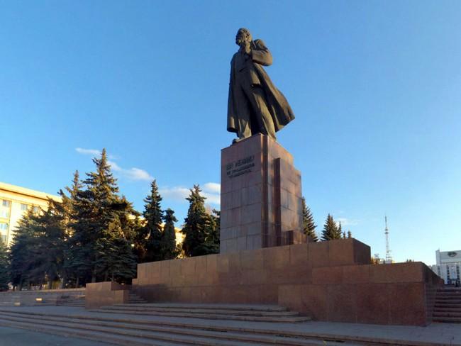 Памятник Ленину на площади Революции, Челябинск