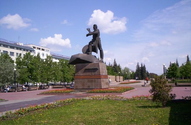 Скульптура Танкистам-добровольцам, Челябинск