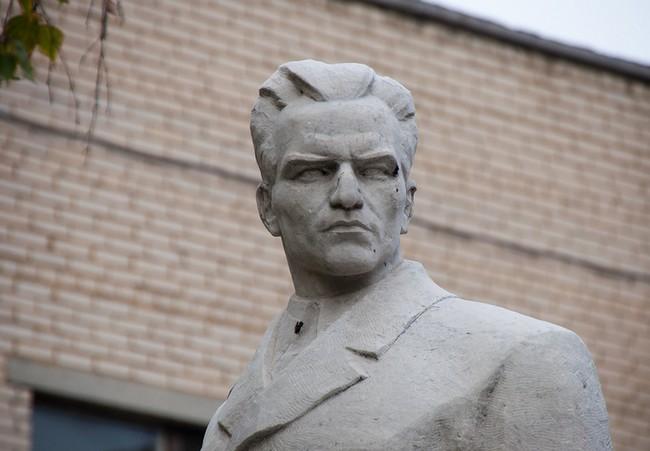 Памятник Кузнецову в Челябинске