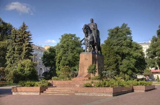 Памятник князю Даниилу Галицкому на площади Свободы, Тернополь