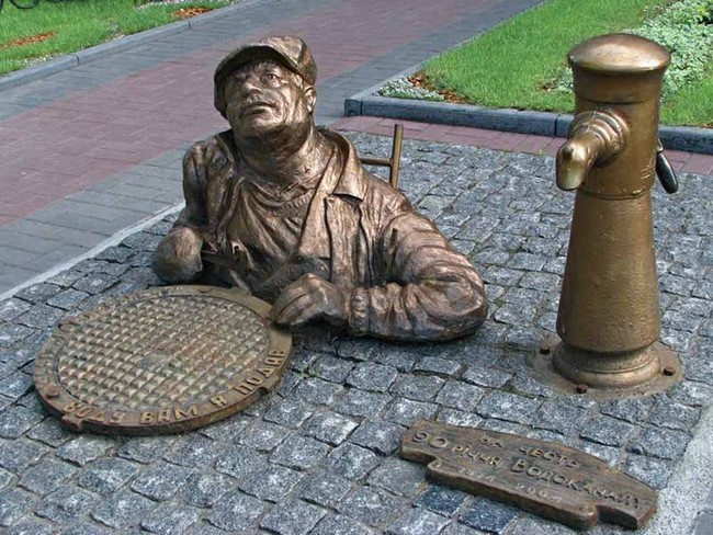Скульптура сантехника в Черкассах